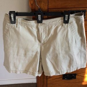 Bandolino linen shorts.
